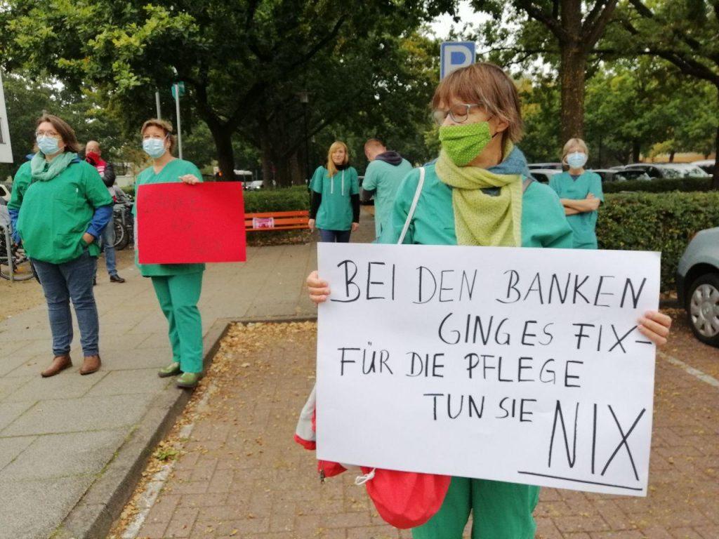 Pflegerin mit Schuld: Bei den Banken ging es fix, für die Pflege tun sie nix