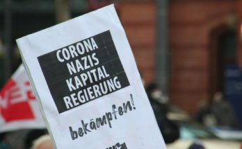 Plakat: Corona, Nazis, Kapital, Regierung: Bekämpfen!
